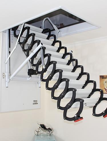 伸缩折叠楼梯