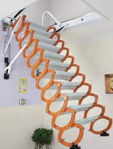 阁楼拉伸楼梯