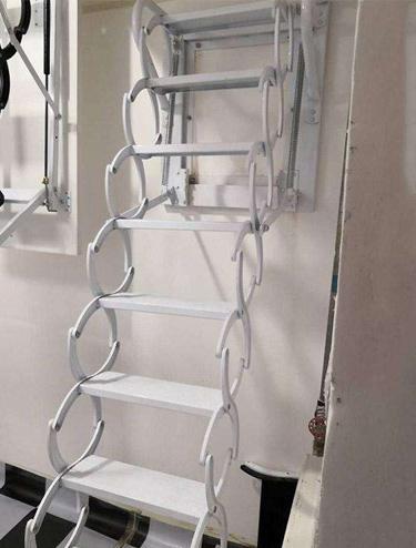 壁挂式伸缩楼梯