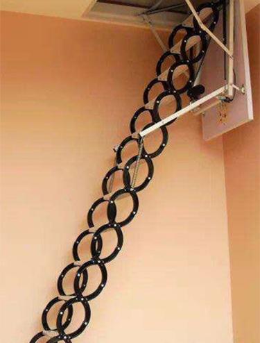 阁楼伸拉楼梯